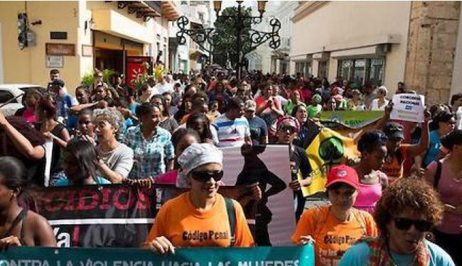 Mujeres marchan en RD a favor del aborto